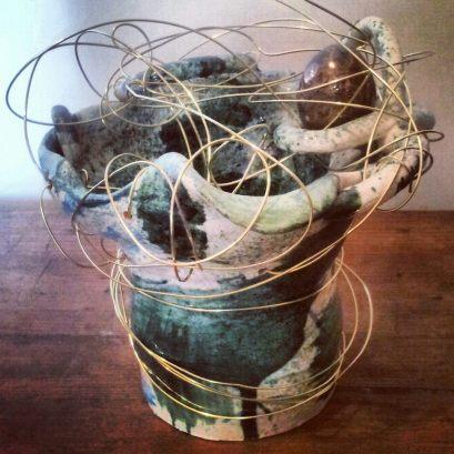 Vaso nido, ceramica ingobbio e colori, h. 35 cm. ca. fili argento, 2013